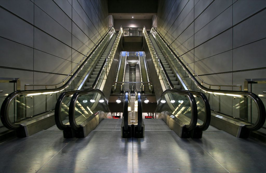 Difference between Moving Walkways in Lahore-Karachi-Islamabad | Pakistan and Escalators